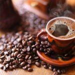 Por que a cafeína nos mantém acordados?
