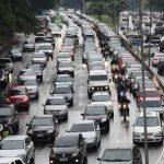 Em caso de congestionamento desligue o motor do carro